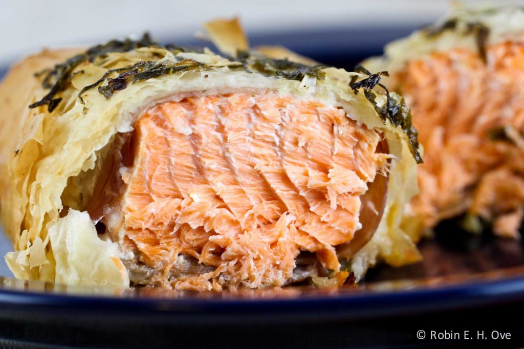 baked salmon in phyllo