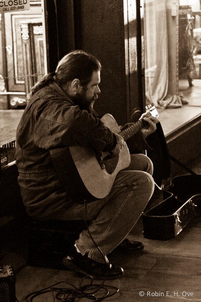 nola-street-musician-sepia-3482