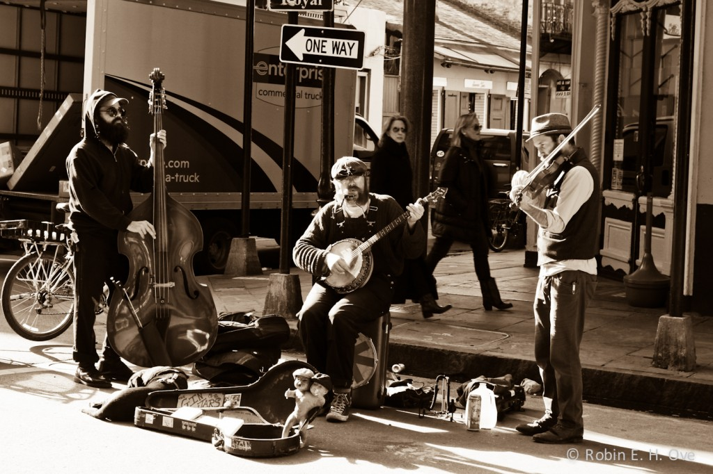nola-street-musician-sepia-3551