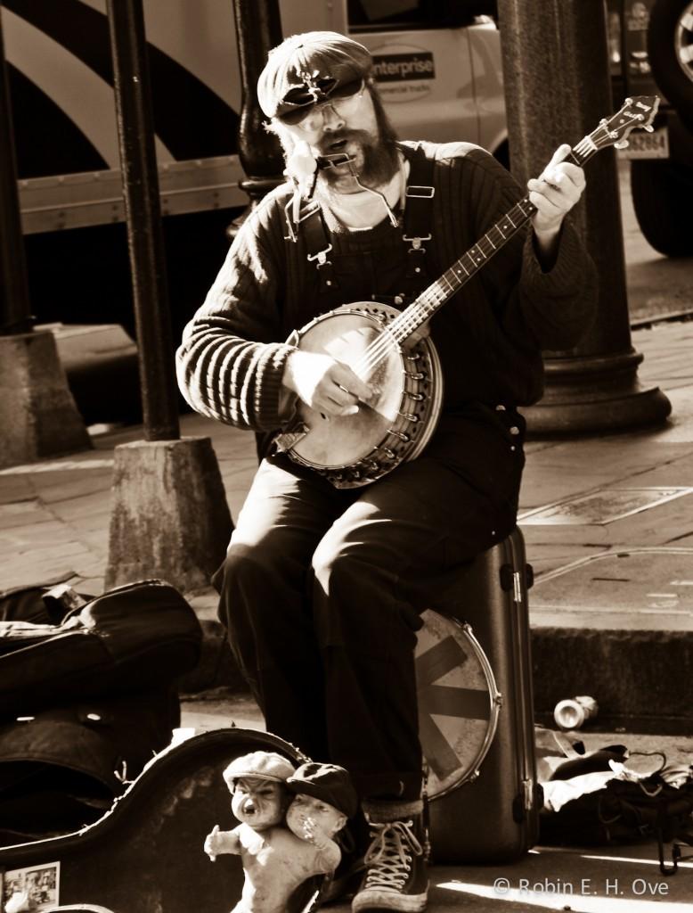 nola-street-musician-sepia-3552